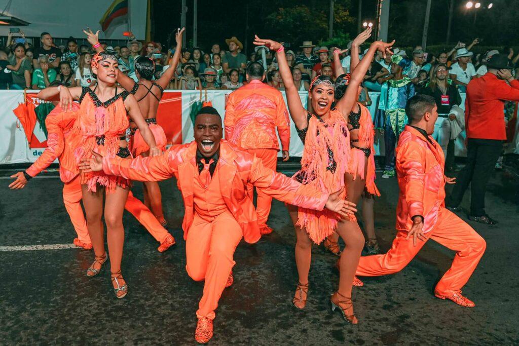 bailarines feria
